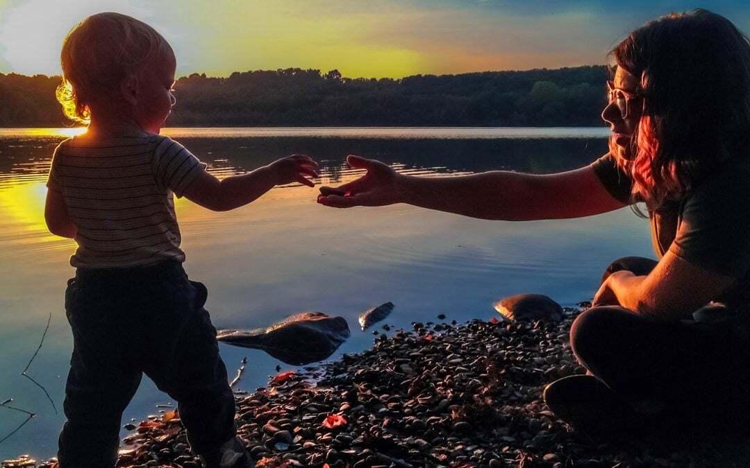 Storie di figli adottivi adulti. Gravidanza e domande sulle origini